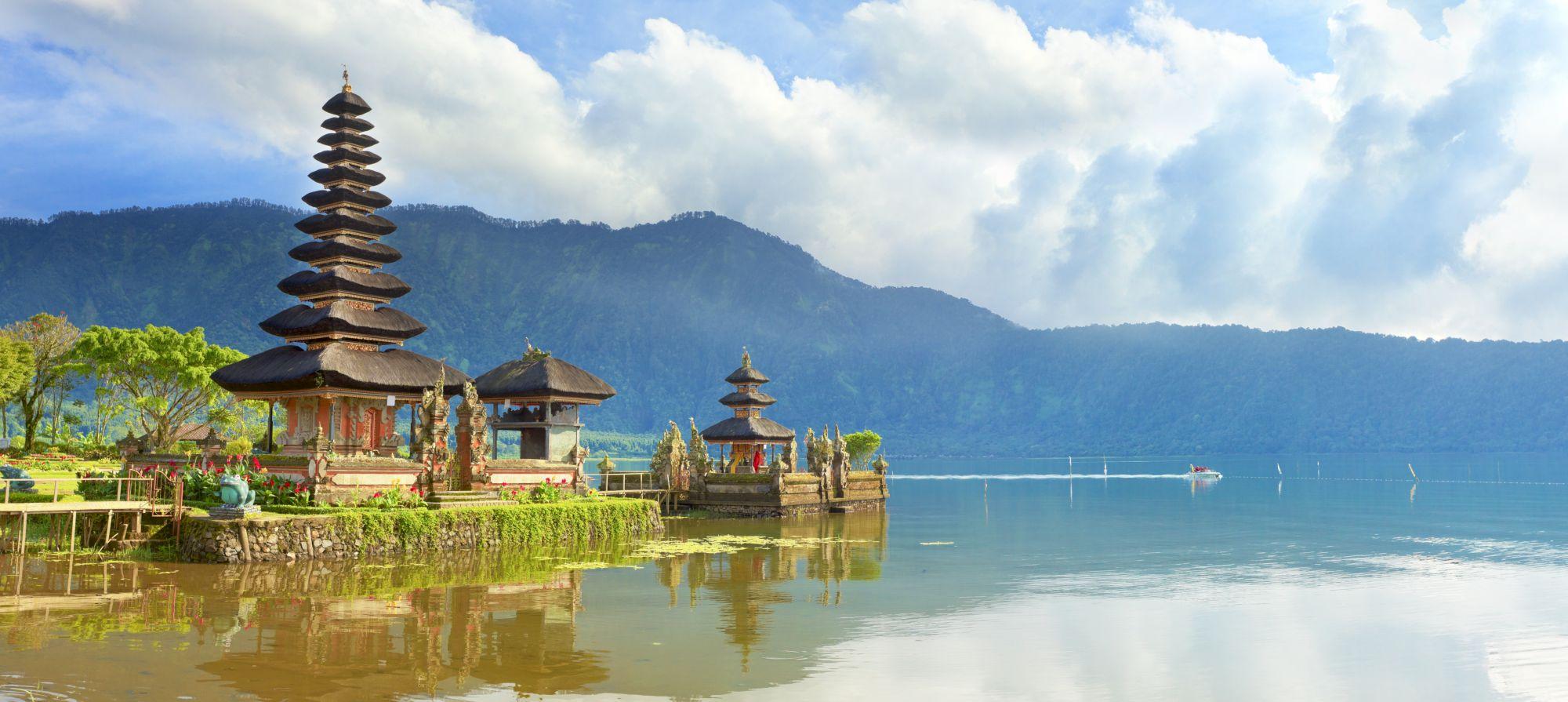 Indonesie Bali Pura Ulun Danu tempel op Beratan meer