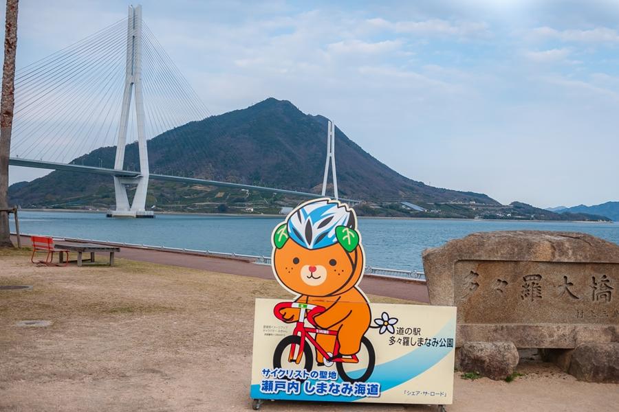 Japan Imabari zicht op Tatara Bridge brug