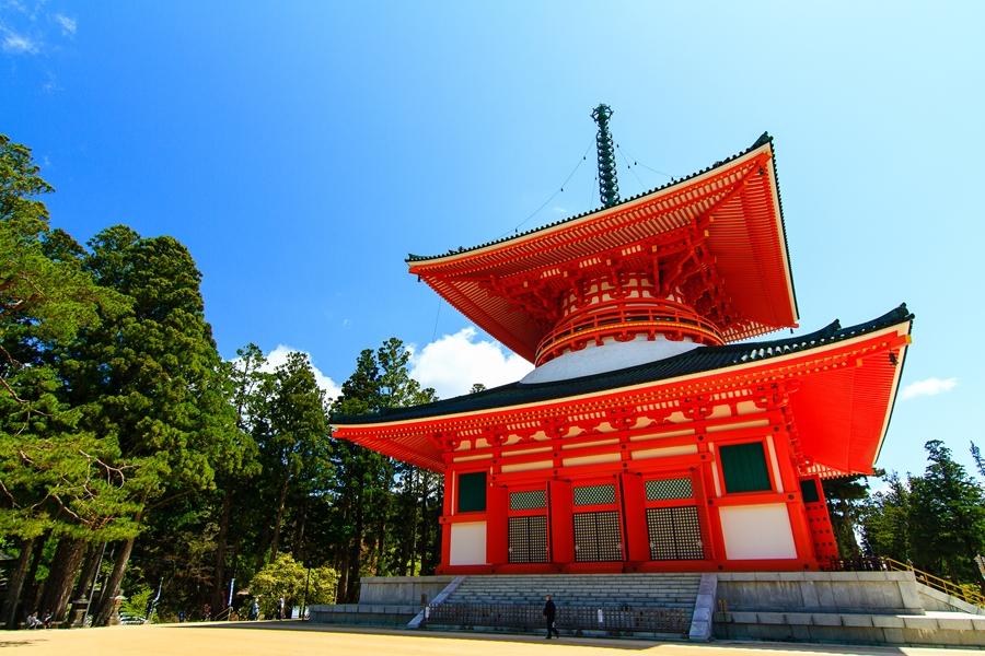 Japan Mount Koya tempel verblijf Konpon Daito Pagoda bij Danjo Garan Tempel