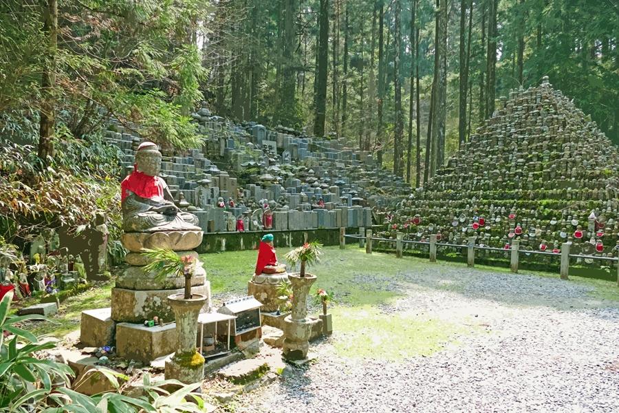 Japan Mount Koya tempel verblijf Wakayama grafstenen
