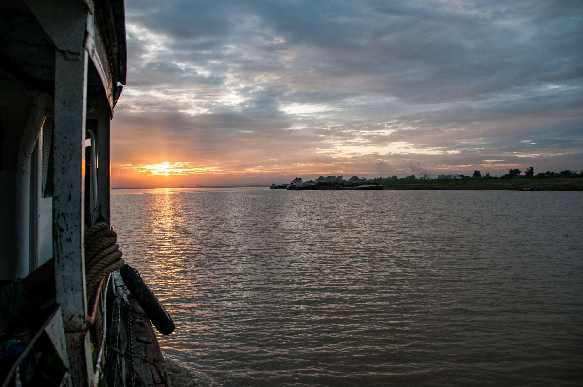 Myanmar Bagan Mandalay cruise boot