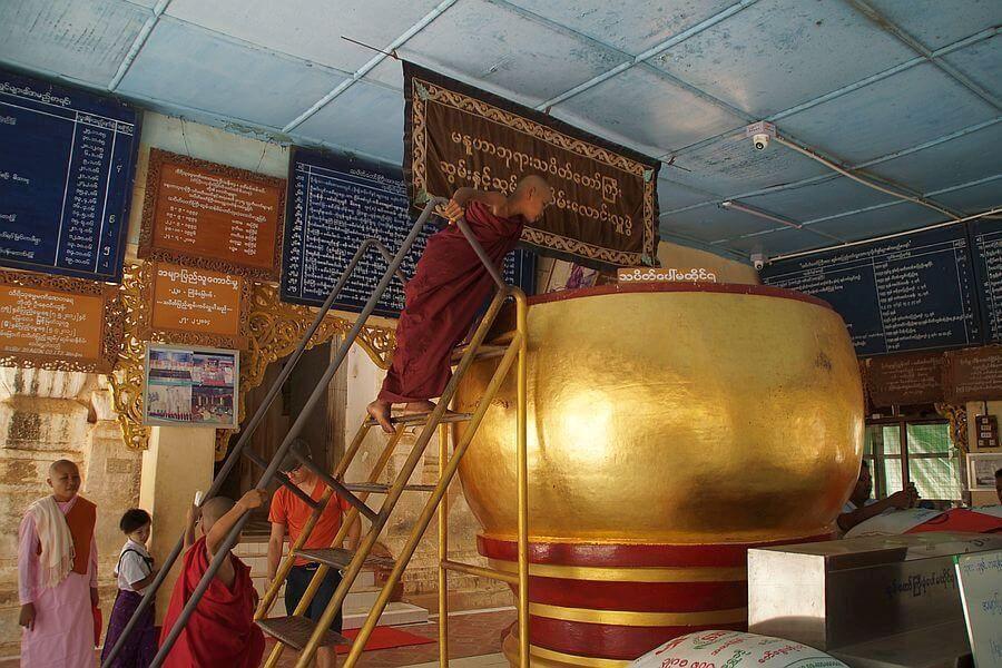 Myanmar Bagan Manuha Tempel 01