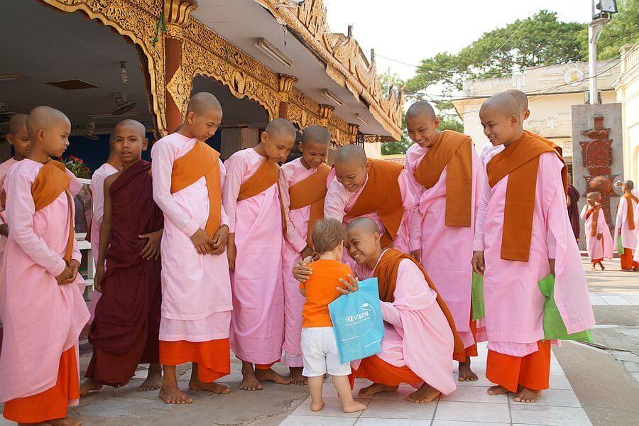 Myanmar Bagan Monks 01