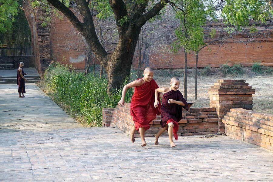 Myanmar Bagan Monks 03