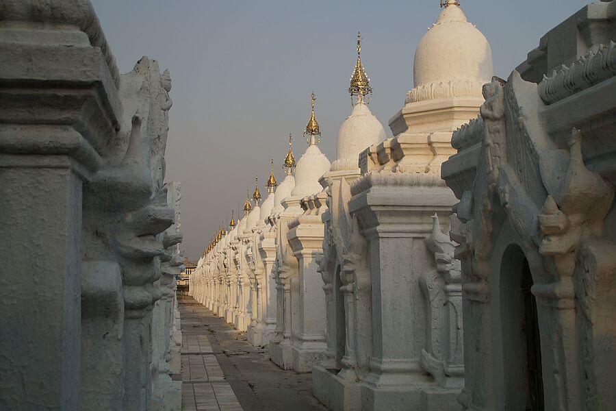 Myanmar Mandalay Ku Tho Daw Pagoda 01