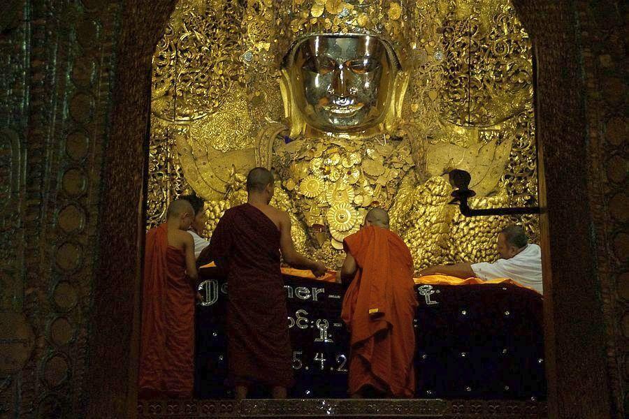 Myanmar Mandalay Mahamuni Gouden Boeddha 01