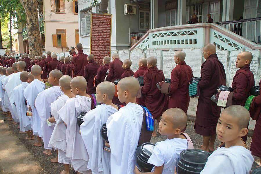Myanmar Mandalay Monks 01
