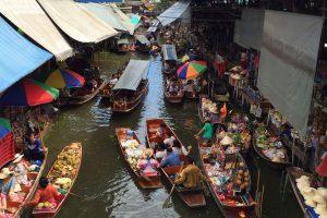 Blog artikel1 'Drijvende markt en Kokosplantage'