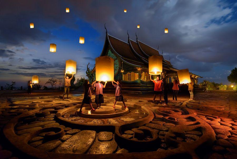 Thailand Chaing Mai Loi Krathong wensballonnen oplaten