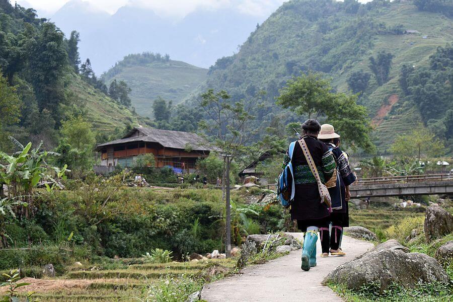 Vietnam Sapa Local Hmong guide 01