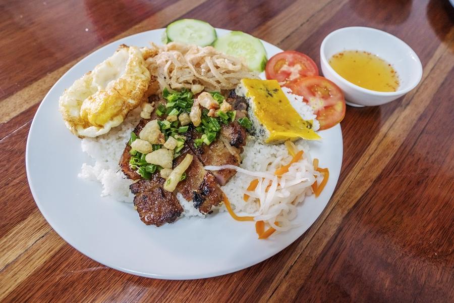 Vietnam eten Com Tam Gebroken rijst