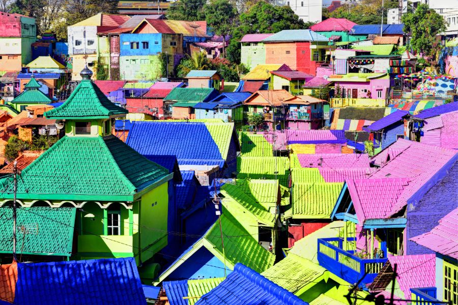 Indonesie Java island Kampung Warna Warni in Jodipan area of Malang City kleurenhuisjes
