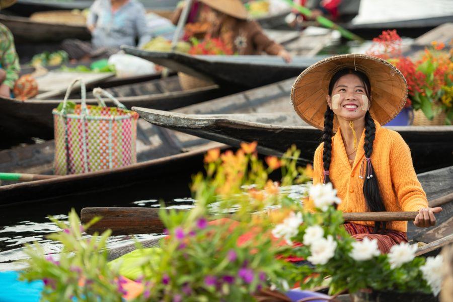 Myanmar Floating market bevolking vriendelijk