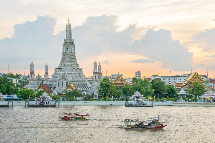 Thailand Bangkok Wat Arun bij zonsondergang