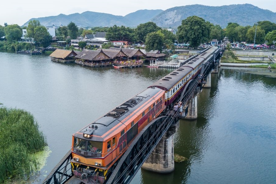 Thailand Kanchanaburi Bridge over the river Kwai trein