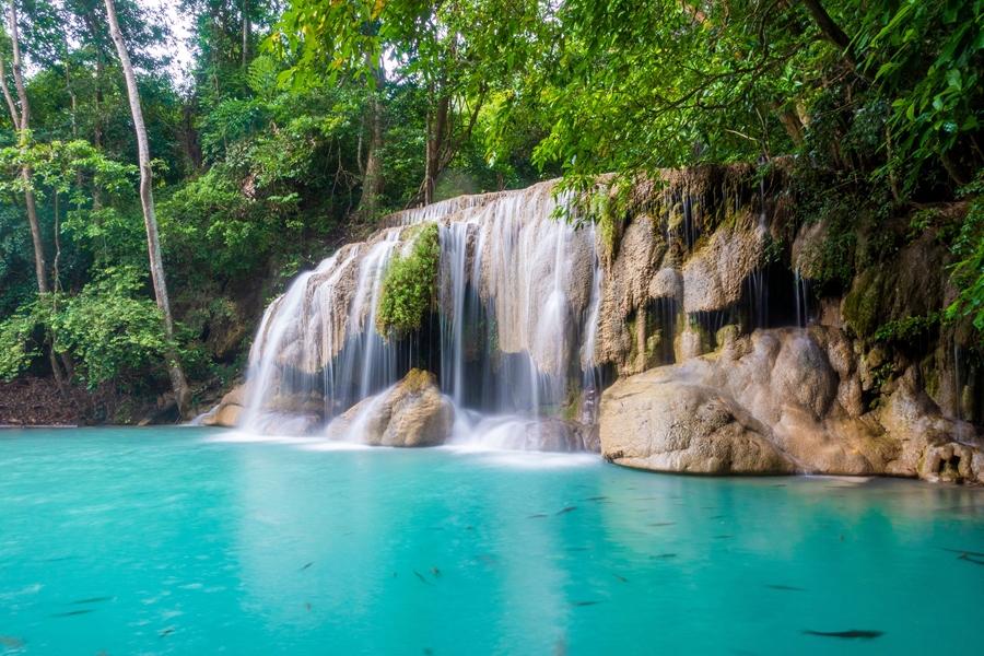 Thailand Kanchanaburi Erawan watervallen met helder blauw water