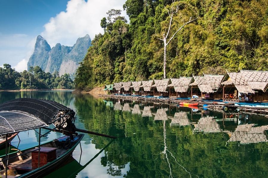 Thailand Khao Sok Cheow Lan meer drijvende hutjes
