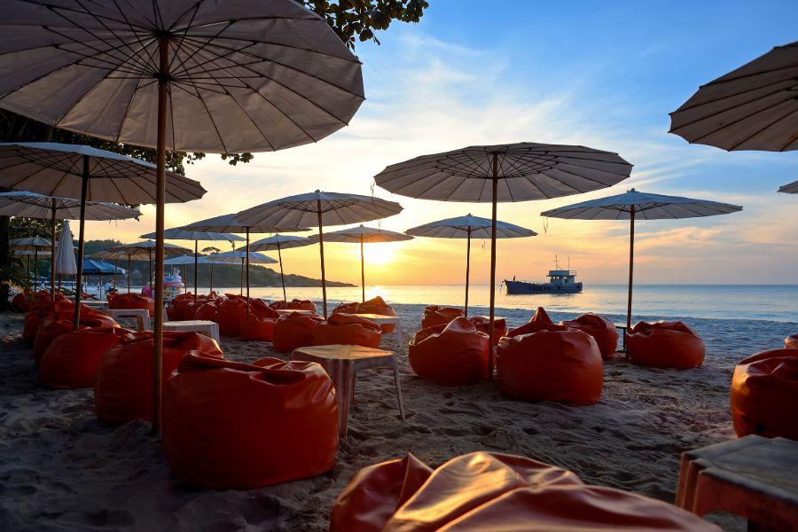 Thailand Koh Samet strand stoeltjes