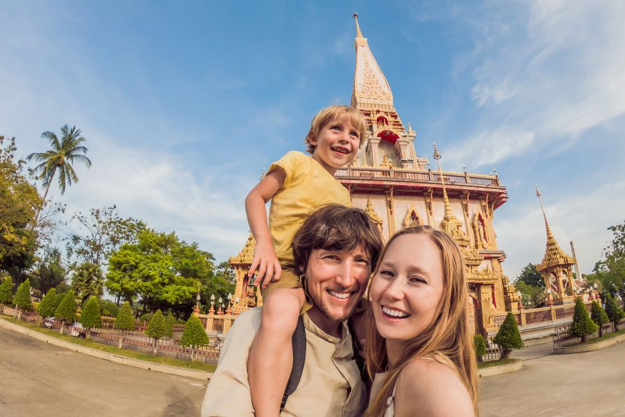 Thailand Phuket familie voor tempel