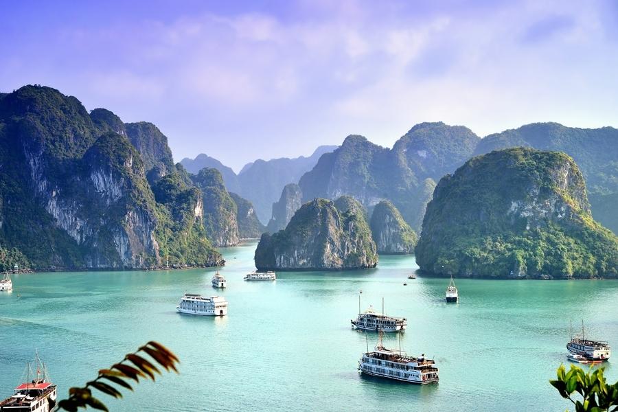 Vietnam Halong Bay rocks