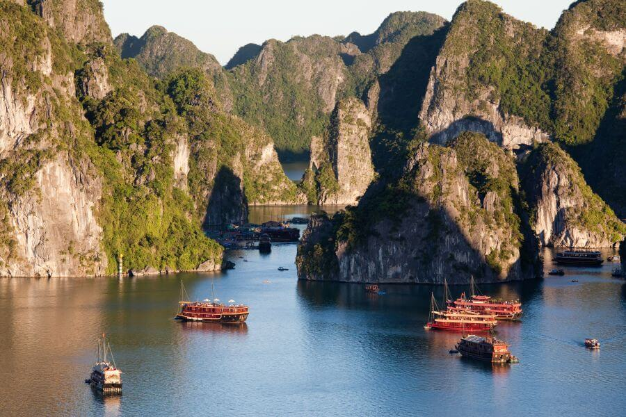 Dag 7: Halong Bay – Hanoi – Hoi An