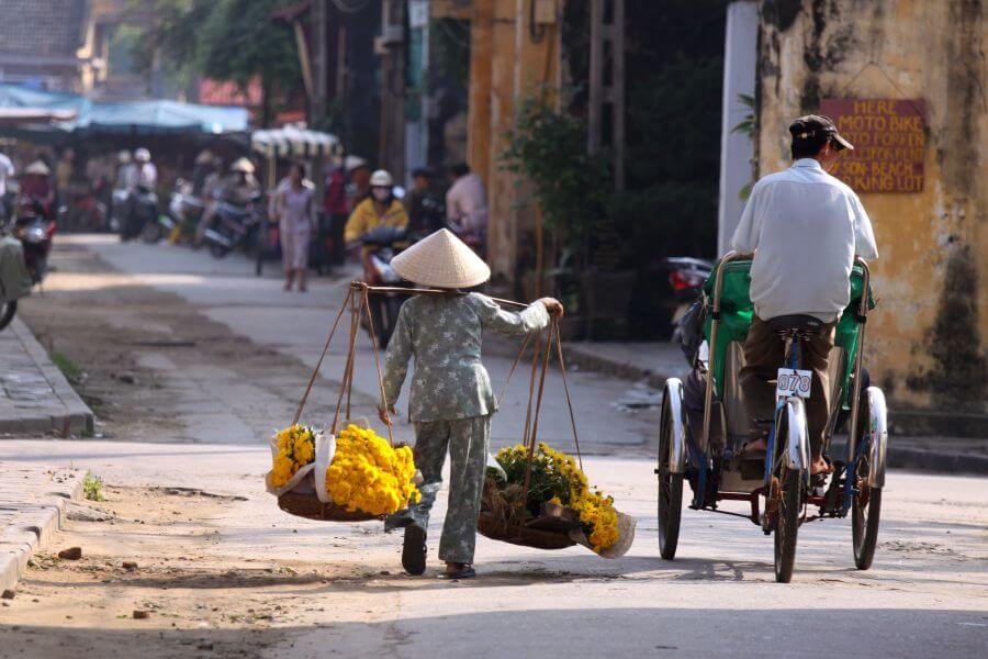 Vietnam Hanoi Vietnamese straatverkoper Bloemen Hanoi Stadstour