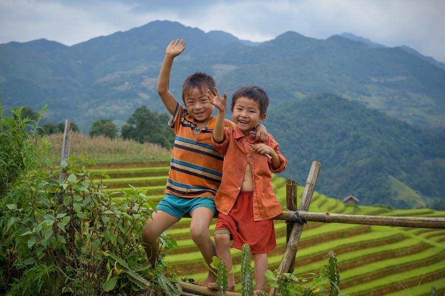 Vietnam Sapa 2 jongetjes rijstvelden