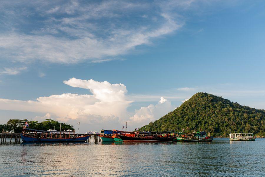 Cambodja Koh Rong Samloem eiland Mpay bay visser haven boten