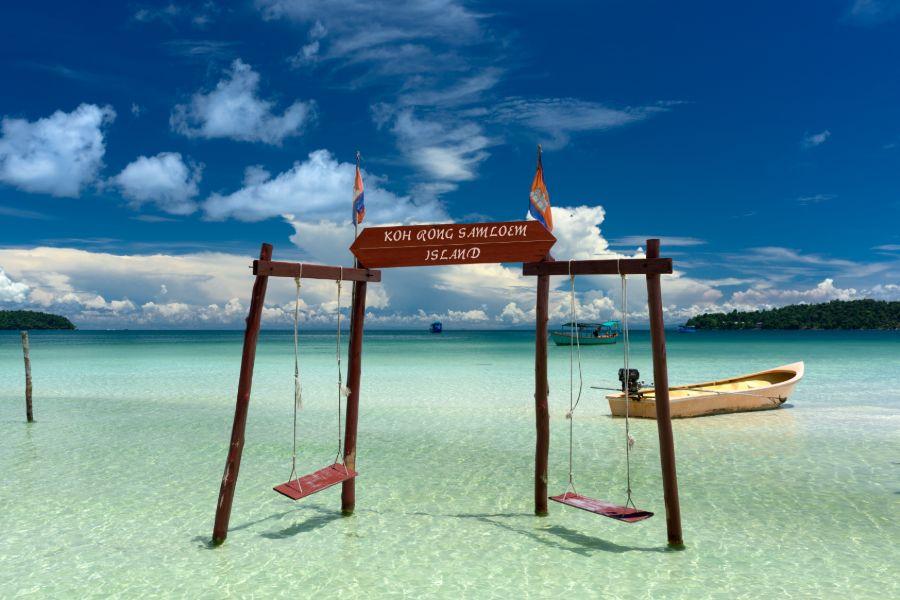 Cambodja Koh Rong Samloem eiland schommel in de zee strand