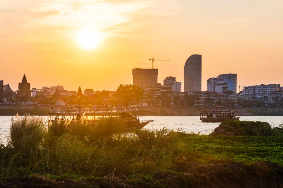 Cambodja Phnom Penh Mekong Delta rivier cruise zonsondergang skyline