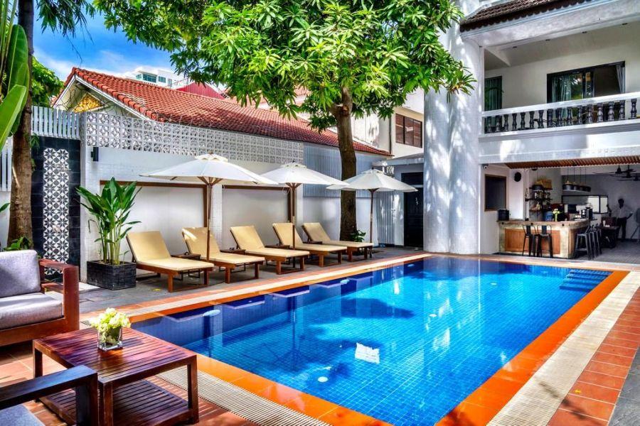 Cambodja Phnom Penh Villa Samnang Zwembad