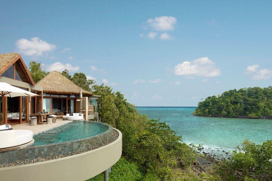 Cambodja Song Saa resort villa met zwembad uitzicht op zee