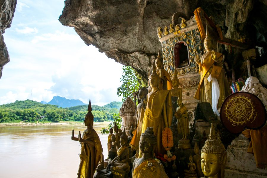 Laos Luang Prabang Pak Ou grotten of Tam Ting mekong rivier 2