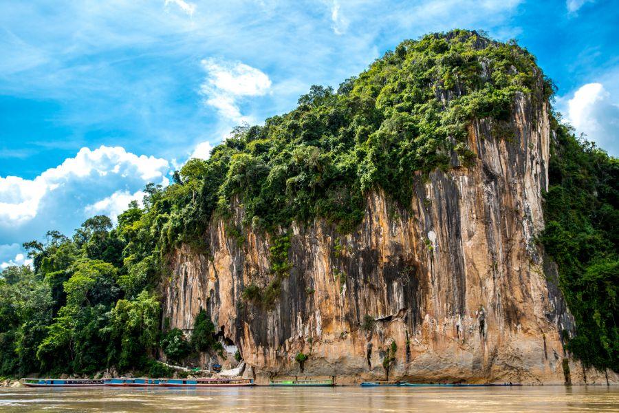 Laos Luang Prabang Pak Ou grotten of Tam ting mekong rivierr