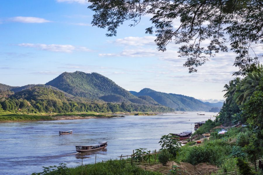 Laos Luang Prabang Shompoo Cruise Houay Xay Mekong rivier boten landschap bergen