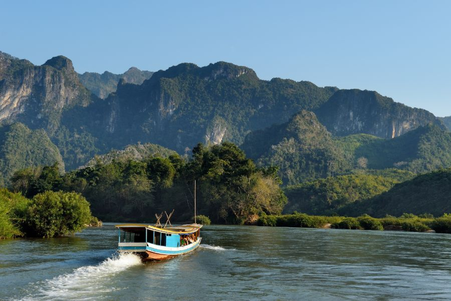 Laos Luang Prabang Shompoo Cruise Houay Xay Mekong rivier landschap boot