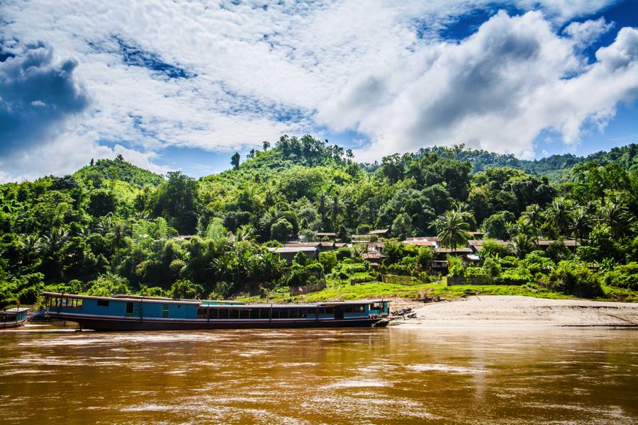 Laos Luang Prabang Shompoo Cruise Mekong