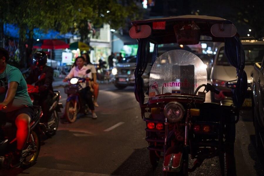 Laos Vientiane diner BBQ tour by night