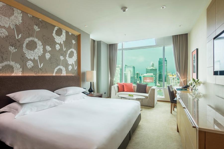 Thailand Bangkok Eastin Grand Hotel Sathorn Exe Deluxe kamer uitzicht op de stad