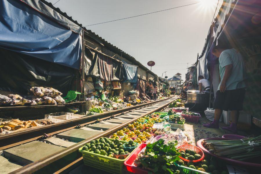 Gerelateerde tour Drijvende markt en treinmarkt tour