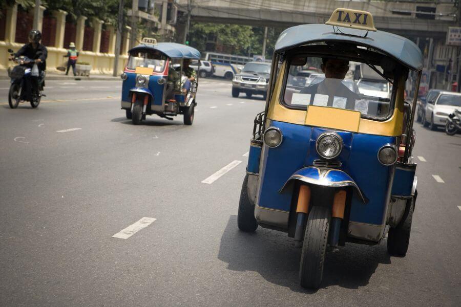 Thailand Bangkok tuktuk in de straat