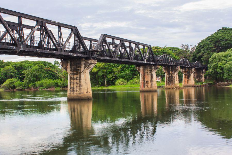 Thailand Kanchanaburi The Bridge over the River Kwai death railway trein