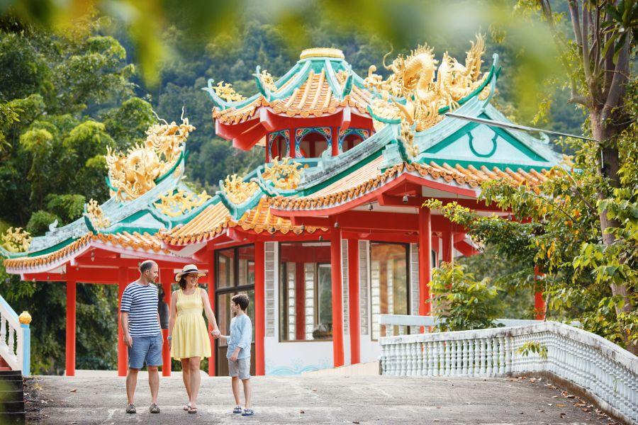 Thailand Koh Phangan Familie bij tempel