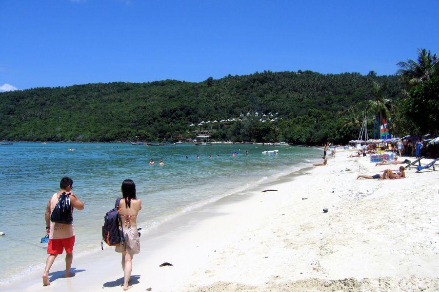 Thailand Koh Phi Phi mensen op het strand