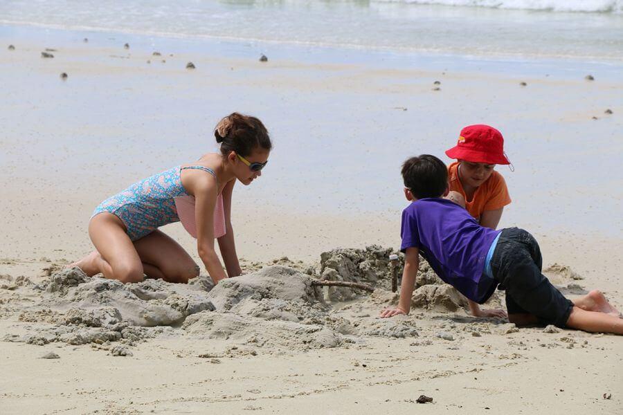 Thailand Koh Samet Strand eiland kinderen spelen