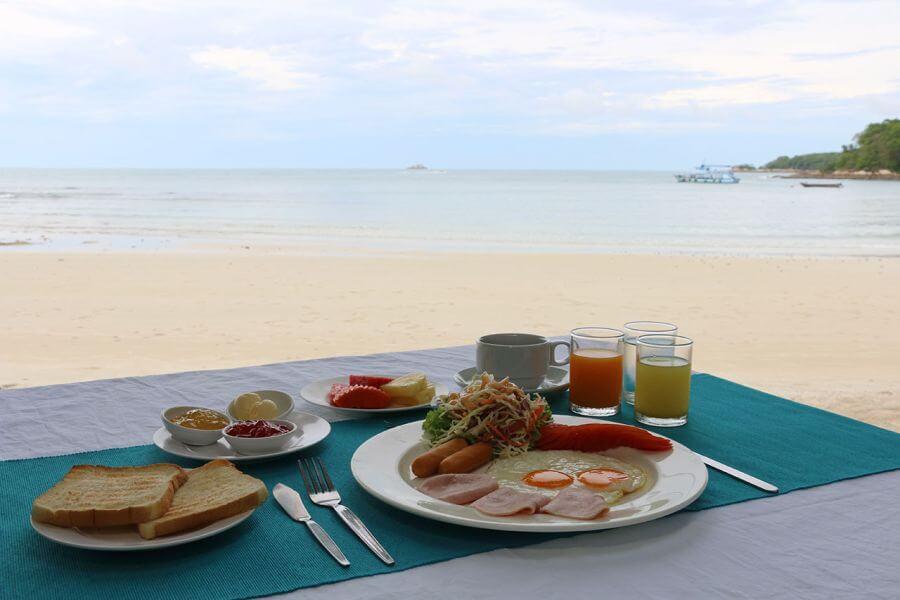 Thailand Koh Samet Strand eiland ontbijt eten luxe relaxen uitzicht