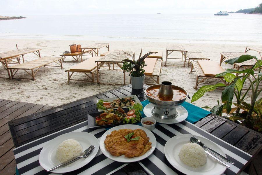 Thailand Koh Samet strand eiland dineren uitzicht op zee