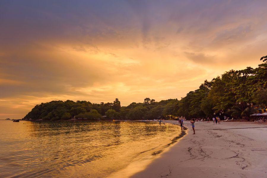 Thailand Koh Samet strand eiland zonsondergang Vongdeuan Beach uitzicht