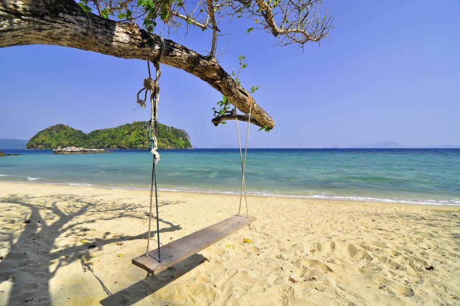 Thailand Krabi strand schommel zee