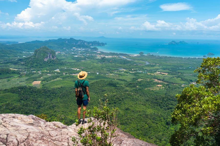 Thailand Krabi uitzicht op Ao Nang Beach strand